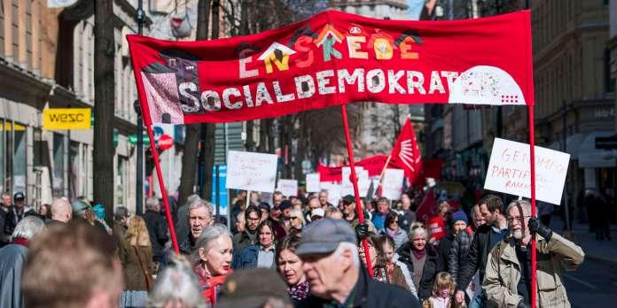Demonstranten nehmen am 1. Mai 2018 in Stockholm an einer Kundgebung der Ersten Mai (Arbeitstag) der Sozialdemokraten in Schweden teil. (Foto von Jonathan NACKSTRAND / AFP)