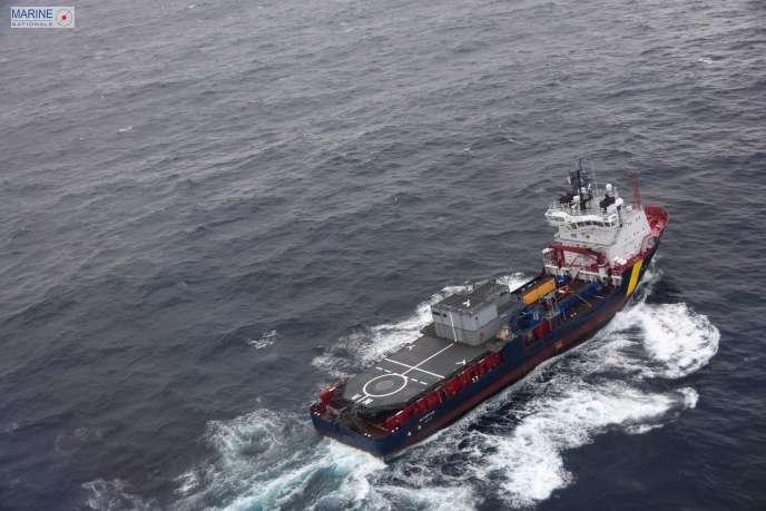 Ein umweltfreundliches Schiff versucht, den Schaden des zu minimieren