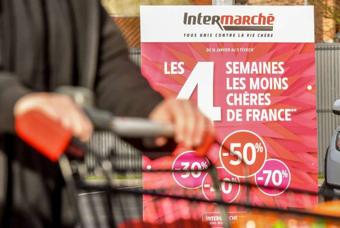 An advertisement announces promotions in the Intermarché de bailleul (North), February 1, 2018, a few days after the sale of Nutella to -70% by the sign.