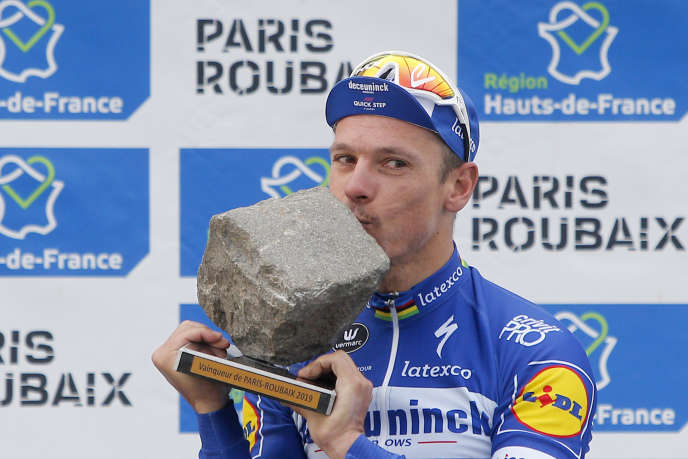 Philippe Gilbert and a pavement.