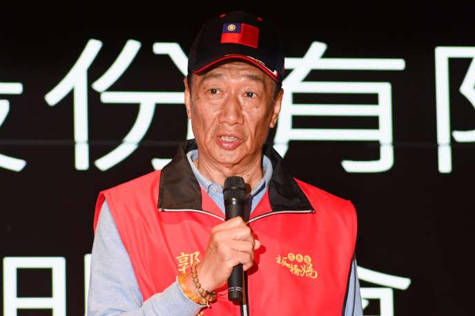 El jefe de Foxconn, Terry Gou, habla en una conferencia de prensa en la sede de su compañía en el distrito de Tucheng, Taiwán, el 12 de marzo.