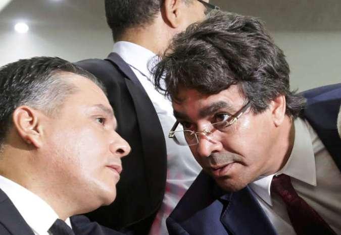Mohamed Djemai (à droite) et Mouad Bouchareb à Alger, le 24octobre 2018.