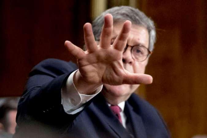 Le procureur général William Barr témoigne lors d'une audience du comité judiciaire du Sénat, à Washington, le 1er mai.