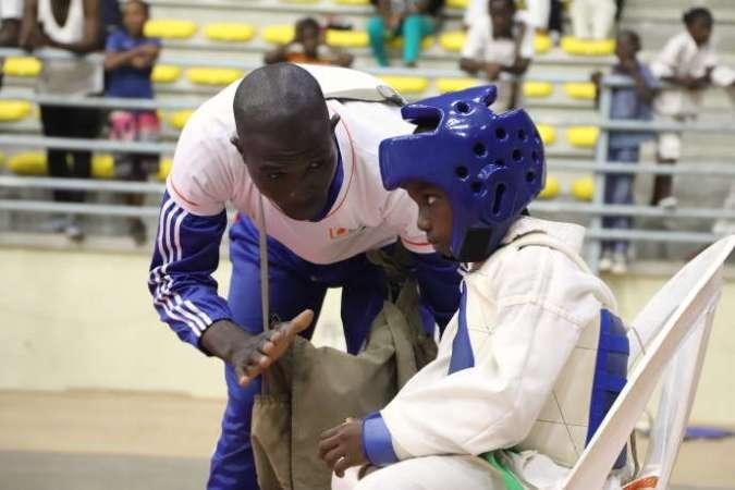 Les jeunes Ivoiriens commencent le taekwondo de plus en plus tôt. En 2018, les principaux inscrits avaient entre 4 et 6 ans.