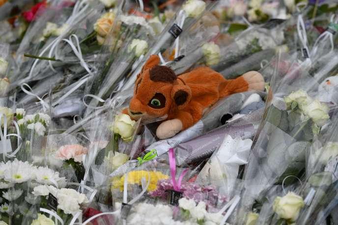Des fleurs et des peluches ont été déposées à l'endroit de l'accident,le 11 juin 2019 à Lorient.
