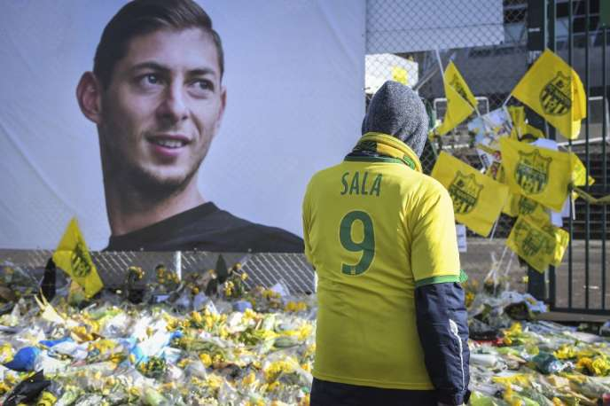 Supporters pay tribute to Emiliano Sala on February 10, 2019 in Nantes.