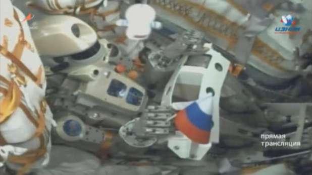 Une image tirée d'une vidéo fournie par l'agence spatiale russe montre le robot Fedor dans le vaisseau Soyouz, le 22 août.