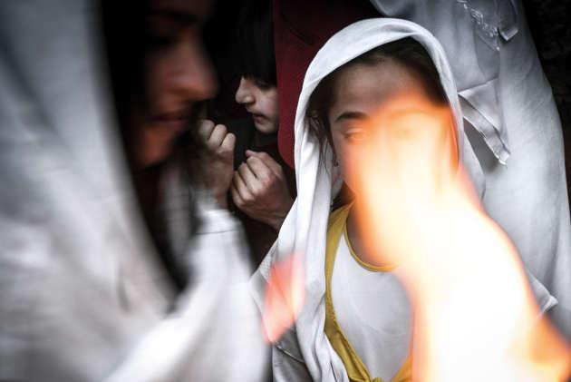Lors du nouvel an yézidi, des mèches sont enflammées, symbolisant le retour du soleil et de la saison de l'abondance.