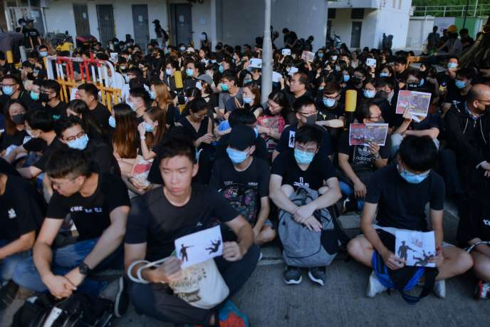 Students and protesters gather in support of form five student Tsang Chi-kin, 18, who was shot in the chest by police during violent pro-democracy protests that coincided with China's October 1 National Day, during a protest at a school in Hong Kong on October 2, 2019. Hundreds of Hong Kongers staged a sit-in on October 2 outside the school of a protester who was shot by police as authorities said the wounded 18-year-old was now in a stable condition.  / AFP / Mohd RASFAN