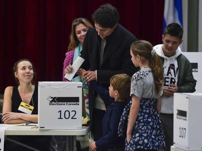 Justin Trudeau votó con su familia en Montreal el 21 de octubre.