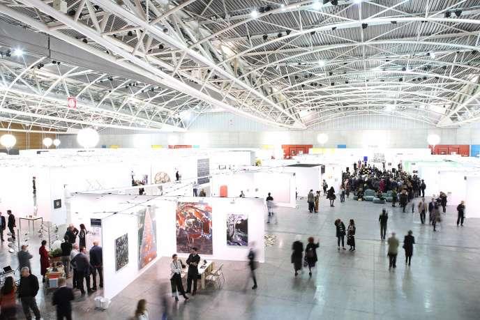 Panoramica della fiera d'arte contemporanea Artissima a Torino dal 1 al 3 novembre.