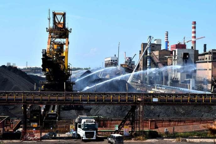 L'utilizzo del sito dell'Ilva di Taranto (Puglia) alla fine del 2018, ArcelorMittal ha tenuto 8 200 dipendenti in questa regione socialmente interessati.
