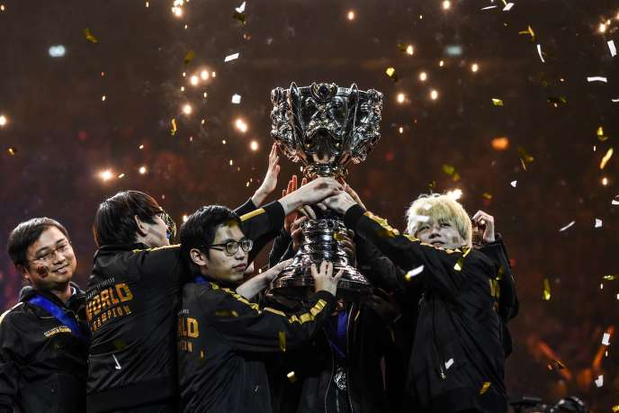 Chinese FunPlus Phoenix, World Champion League of Legends, Paris, Sunday, November 10.