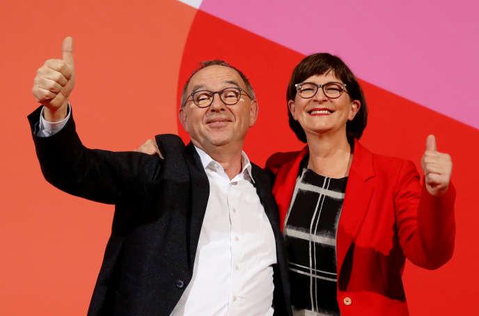 Los dos nuevos copresidentes del SPD, Norbert Walter-Borjans y Saskia Esken, en Berlín, el 30 de noviembre.