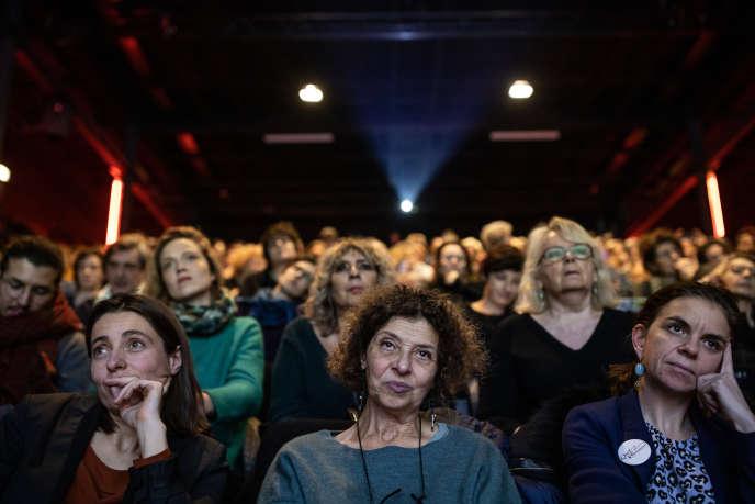 Meeting sur le thème «Femmes et retraites» à l'initiative de plusieurs mouvements féminisites, le 16 décembre à la Maison des métallos, à Paris.