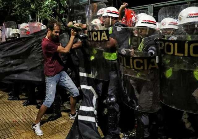Lors d'une manifestation contre la hausse du prix du ticket de bus, à Sao Paulo, le 9 janvier.