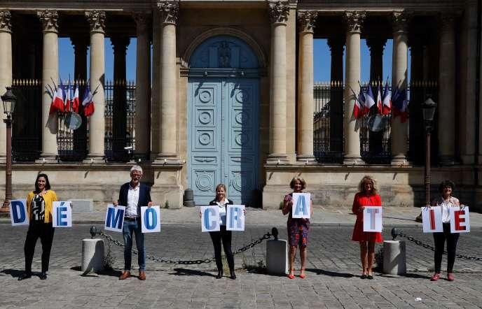 معاونان EDS ، پائولا فورتزا ، هوبرت ژولین-لافرری ، امیلی کاریو ، مارتین وونر و دلفین باگاری ، در تاریخ 19 مه در پاریس.