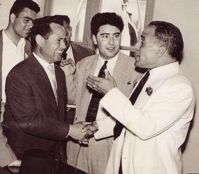 Ahmed Ben Salah (au centre), alors secrétaire général de l'UGTT, avec Habib Bourguiba (à droite), dans les années 1950.
