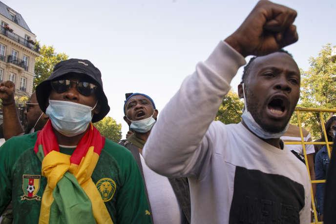 Des militants de l'opposition camerounaise ont aussi manifesté à Paris le 22septembre 2020.