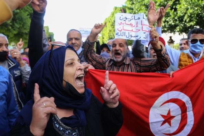 Manifestation contre la défense par le président Emmanuel Macron de caricatures représentant le prophète Mahomet, devant l'ambassade de France à Tunis, le 29 octobre.