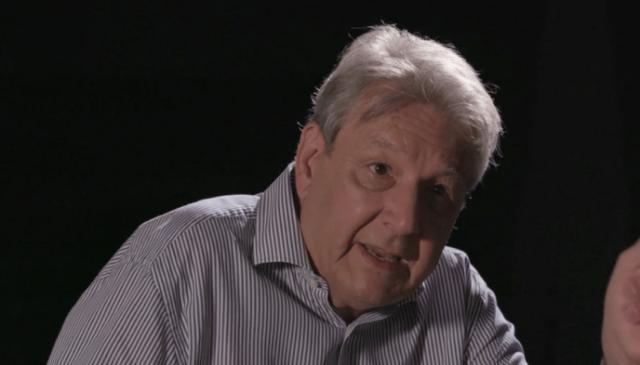 """Farmaceuta Serge Rader w filmie dokumentalnym """"Napad""""."""