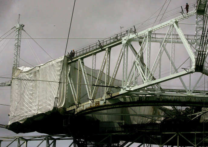 Workers repaint the structure above the radio telescope in 2007.