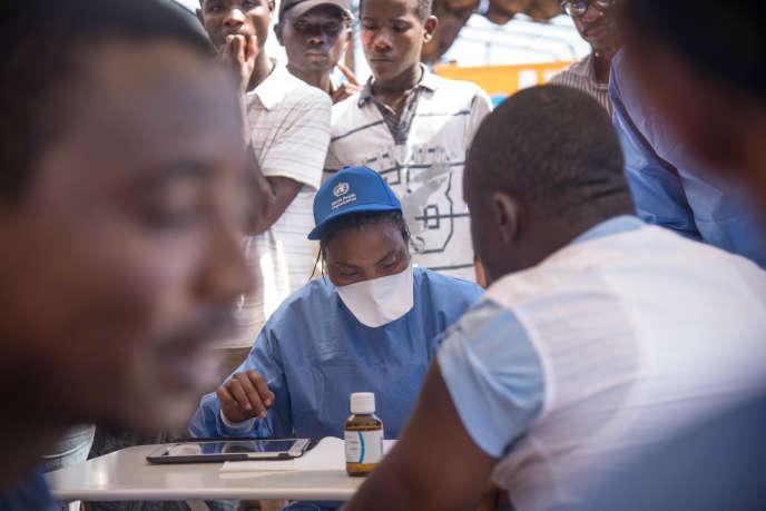 Lors d'une campagne de vaccination contre le virus Ebola à Mbandaka, dans la province de l'Equateur, en mai 2018.