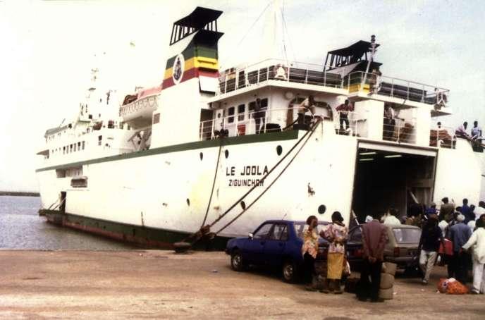Photographie non datée du ferry «Joola» qui a fait la liaison Ziguinchor-Dakar durant plus de vingt ans et a sombré dans la nuit du 26 au 27 septembre 2002, emportant avec lui au moins 1863 passagers.