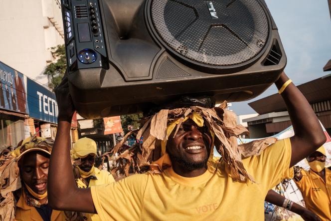Des partisans du président ougandais Yoweri Museveni, le 16 janvier à Kampala.