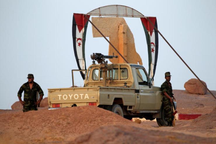 Des soldats du Front Polisario à l'entrée de la localité de Bir Lahlou, au Sahara occidental, en septembre 2016.