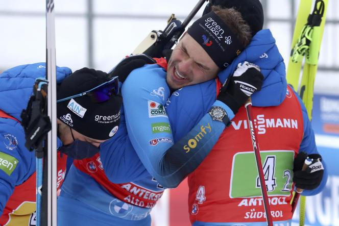 Emilien Jacquelin avec ses partenaires du relais français.