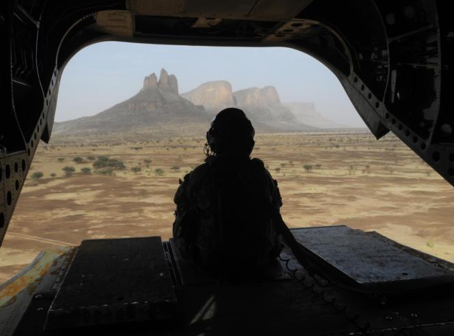 Dans la région de Gourma, au centre du Mali, en mars 2019 avec les soldats de la force fraçaise « Barkhane».