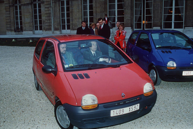 The President of the Republic, François Mitterrand, accompanied by a Renault engineer, tests in the gardens of the Elysée, the Twingo, the last of the Renault factories, on March 1, 1993.