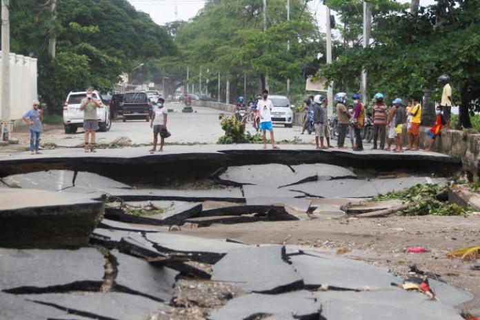 Des routes endommagées par les inondations après de fortes pluies à Dili, au Timor oriental, le 5avril.