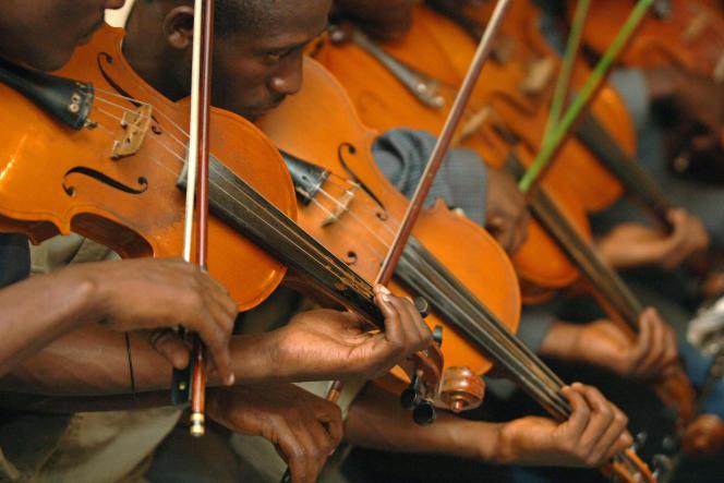 L'orchestre symphonique de l'Eglise kimbanguiste à Kinshasa, en juillet 2006.