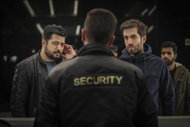 Les acteurs iraniensPendar Akbari et Ashkan Delavari dans la série« Gando». Photo non datée transmise par l'Institut culturel et artistiqueShahid Avini.