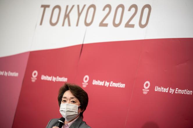 Le président des JO de Tokyo, Seiko Hashimoto, s'exprime lors d'une conférence de presse, lors de la réunion de la commission exécutive du CIO, à Tokyo, au Japon, le 21 avril 2021.