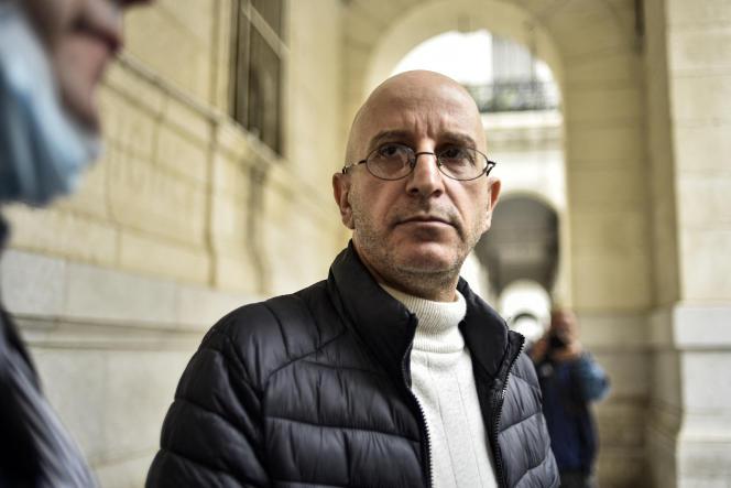 Saïd Djabelkhir à la sortie du palais de justice de Sidi M'Hamed à Alger, le 22 avril 2021.