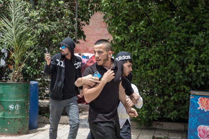 De violents accrochages opposant les manifestants palestiniens et la police israélienne ont à nouveau eu lieu à Jérusalem, Israël, le 10 mai 2021.