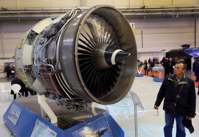 Un turboréacteur pour avions-cargos fabriqué par le constructeur ukrainien Motor Sich lors d'une exposition d'armes internationale à Kiev, le 11 octobre 2017.