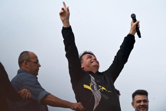 Le président brésilien, Jair Bolsonaro, lors d'un discours devant le monument des anciens combattants brésiliens de la seconde guerre mondiale, à Rio de Janeiro, le 23 mai 2021.