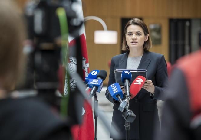 La chef de l'opposition biélorusse Svetlana Tsikhanovskaïa s'exprime lors d'une conférence de presse, à Vilnius, le 25 mai.
