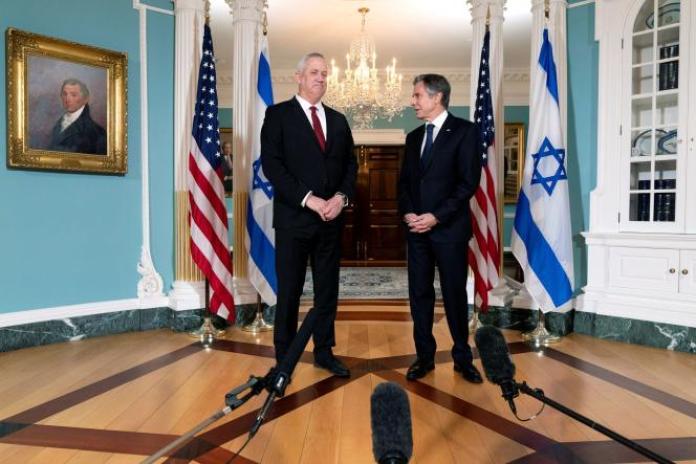 Le ministre de la défense israélien Benny Gantz (à gauche) et lesecrétaire d'Etat américain Antony Blinken, à Washington, le 3 juin 2021.