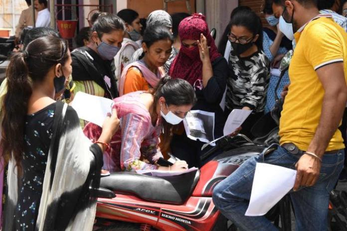 Inscription au vaccin Covishield à Amritsar (Etat indien du Pendjab), le 8 juin 2021.