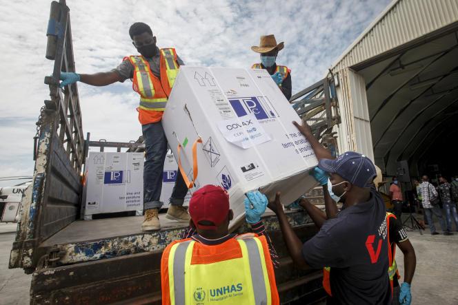 Une livraison de vaccins dans le cadre de Covax à Mogadiscio, en Somalie, le 15 mars 2021.