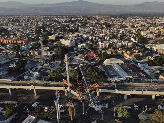 Vue du pont aérien du métro qui s'est effondré, le 4 mai à Mexico.