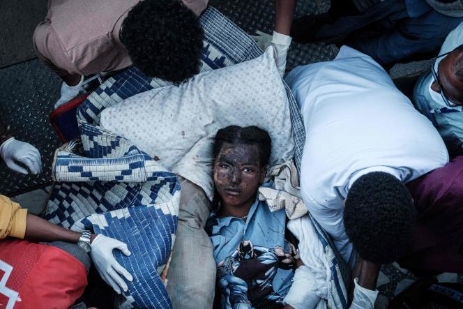 Un blessé du village de Togoga arrive à l'hôpital Ayder à Mekele, la capitale de la région du Tigré, en Ethiopie, le 23 juin 2021.