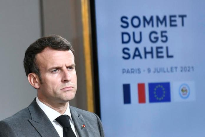 Le président français, Emmanuel Macron, lors d'une conférence de presse conjointe avec le président du Niger, Mohamed Bazoum, au palais de l'Elysée, à Paris, le 9 juillet 2021.
