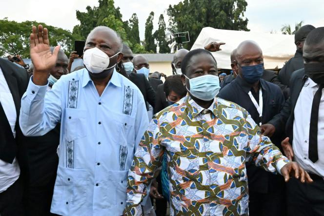 L'ex-chef d'Etat Laurent Gbagbo (à gauche) à son arrivée à la résidence de l'ancien président Henri Konan Bedie (à droite), dans la ville de Daoukro, en Côte d'Ivoire, le 10 juillet 2021.
