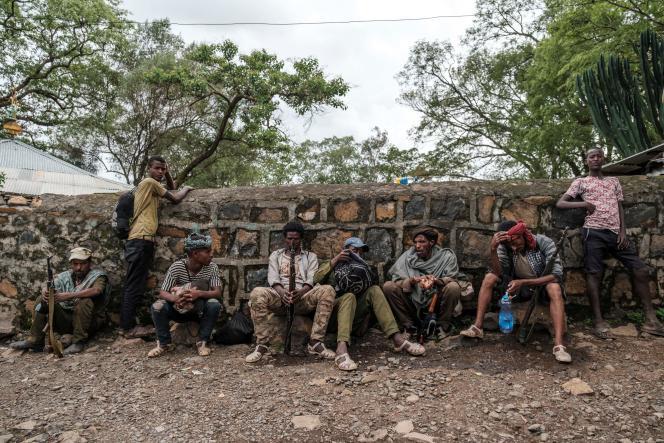 Des Fannos, membres d'une milice amhara, dans le village de Addi Arkay, en Éthiopie, le 14 juillet 2021.